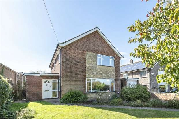 4 Bedrooms Detached House for sale in Pavenham Road, Oakley, Bedford