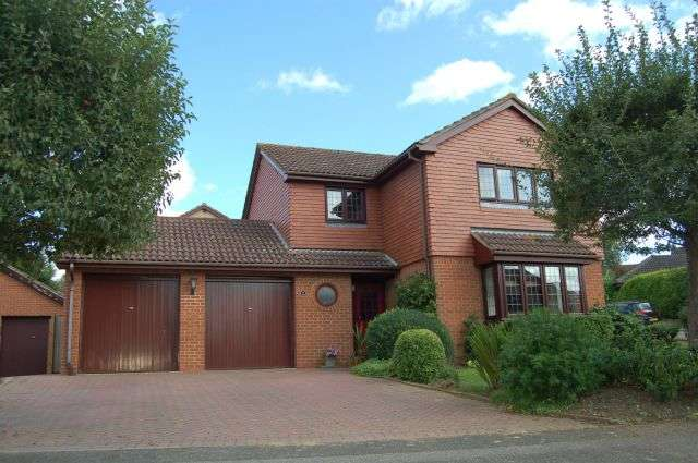 4 Bedrooms Detached House for sale in Laneside Hollow, East Hunsbury, Northampton NN4 0SR