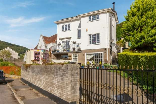 4 Bedrooms Detached House for sale in Park Street, Cwmcarn, Newport, Caerphilly