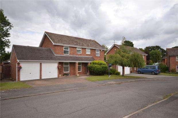 4 Bedrooms Detached House for sale in Corfield Close, Finchampstead, Wokingham