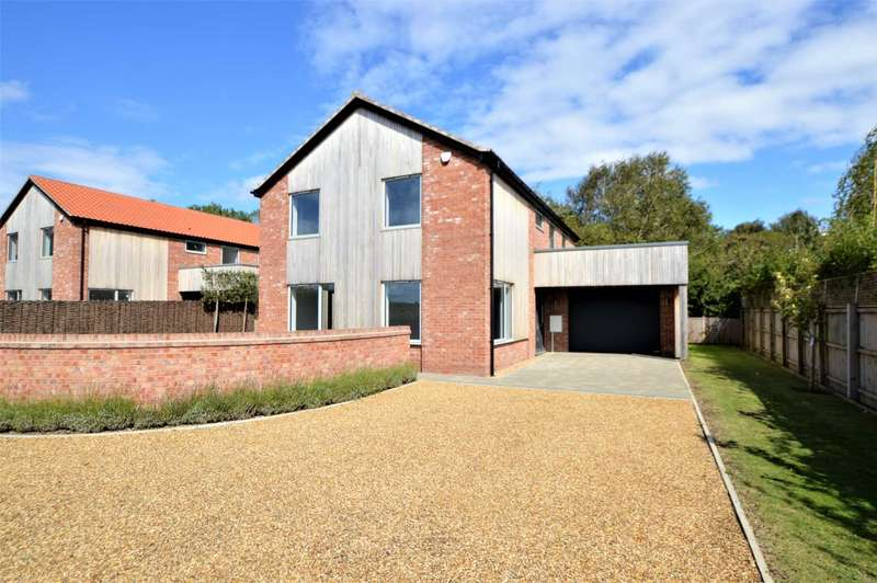 4 Bedrooms Detached House for sale in London Road, Attleborough