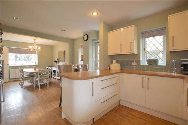 5 Bedrooms Detached House for sale in Goose Green, Yate, BS37 5BL