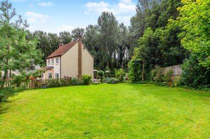 3 Bedrooms Detached House for sale in Leven Bank Road, Yarm, Stockton On Tees