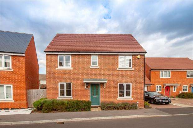 4 Bedrooms Detached House for sale in Tabby Drive, Three Mile Cross, Reading