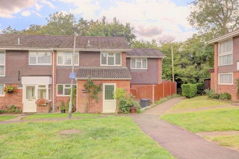 4 Bedrooms Property for sale in Whitlars Drive, Kings Langley