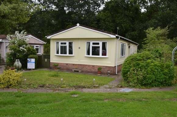 2 Bedrooms Property for sale in Laurel Avenue, Crookham Common, Thatcham
