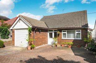 2 Bedrooms Bungalow for sale in Princes Road, Hextable, Kent