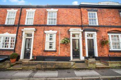 2 Bedrooms Terraced House for sale in Prestbury Road, Macclesfield, Cheshire