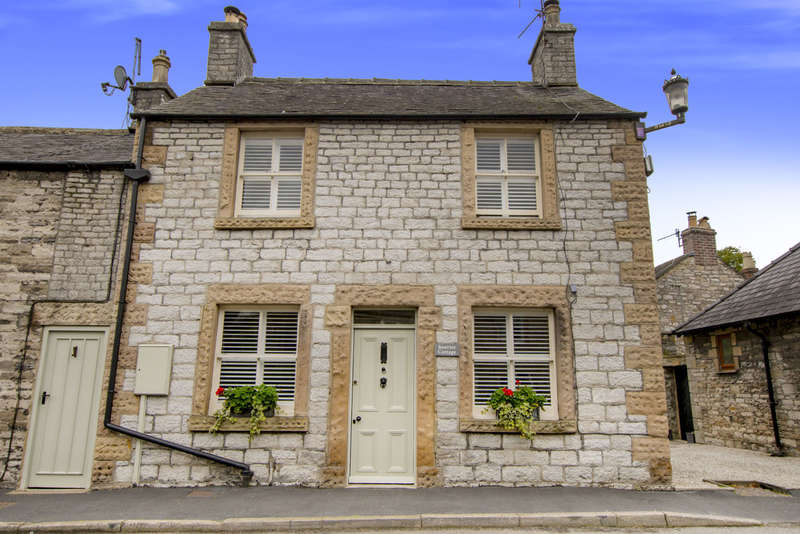 3 Bedrooms Cottage House for sale in Greaves Lane, Ashford-In-The-Water, Bakewell