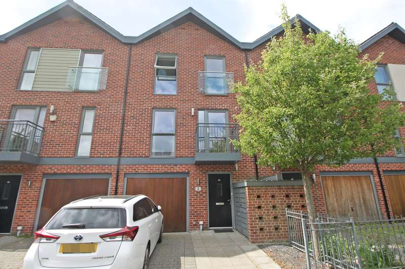 3 Bedrooms Town House for sale in Vosper Road, Southampton, Hampshire, SO19 9SS