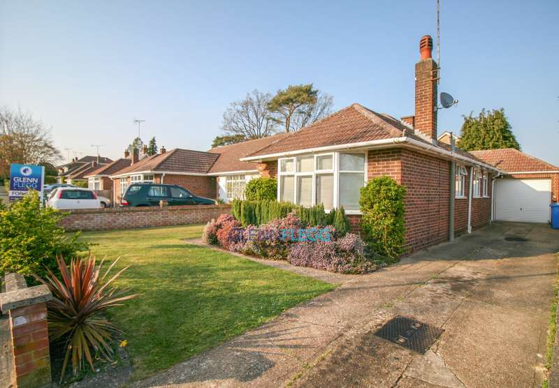 2 Bedrooms Bungalow for sale in Close To Charters School, North Ascot
