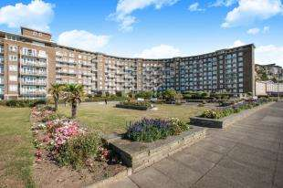 3 Bedrooms Flat for sale in The Gateway, Dover, Kent, England
