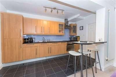 2 Bedrooms Flat for rent in Prestbury Road