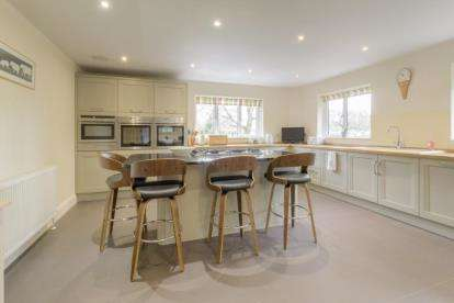 4 Bedrooms Detached House for sale in Plantation Road, Leighton Buzzard, Bedfordshire