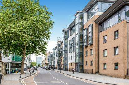 2 Bedrooms Flat for sale in Deanery Road, Bristol