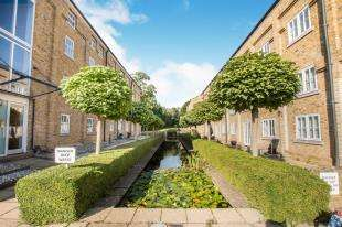 1 Bedroom Flat for sale in Mill House, Mill Race, River, Kent