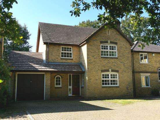 4 Bedrooms Detached House for sale in Mytchett, Surrey, United Kingdom