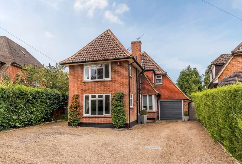 4 Bedrooms Detached House for sale in Pipers Close, Cobham, KT11