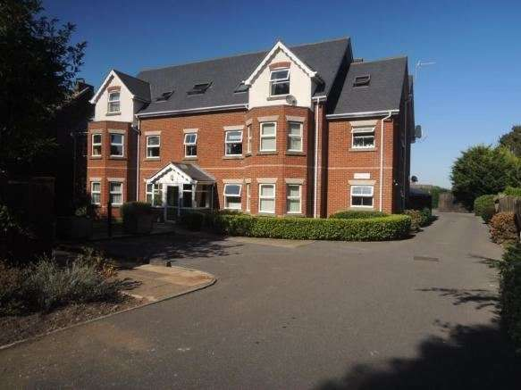 3 Bedrooms Apartment Flat for sale in 58 Alton Road, Bournemouth, Dorset, BH10 4AF