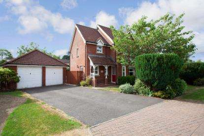 4 Bedrooms Detached House for sale in Darluith Park, Brookfield