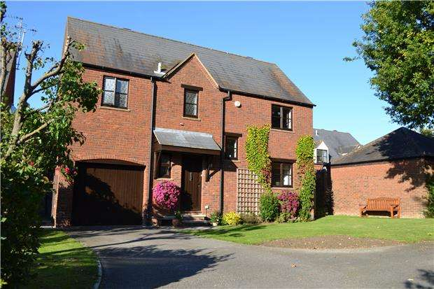 4 Bedrooms Detached House for rent in Stonecroft Close, Bishops Cleeve, GL52 8SW