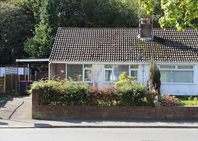2 Bedrooms Bungalow for sale in 5 New Moss Road, Cadishead M44 5JN