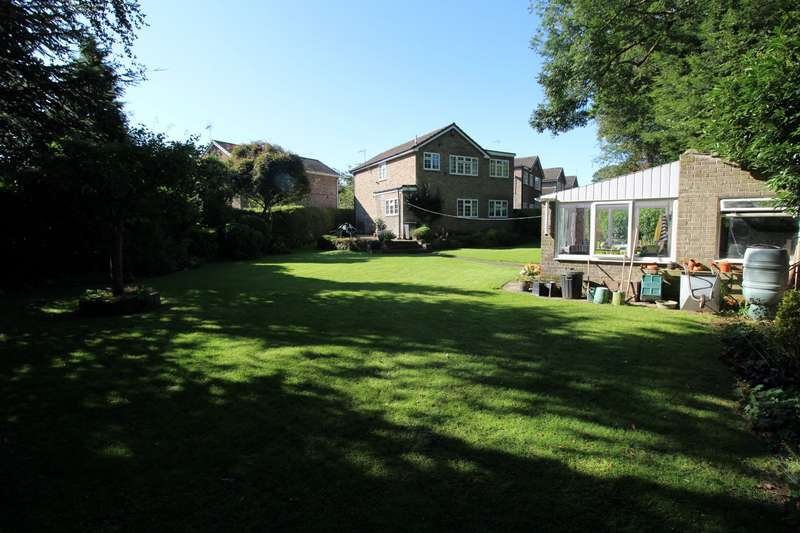 4 Bedrooms Detached House for sale in Grove Close, Gomersal, Cleckheaton, West Yorkshire, BD19