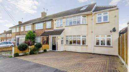 4 Bedrooms Semi Detached House for sale in Rise Park, Romford, Havering
