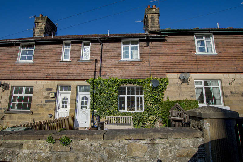 3 Bedrooms Terraced House for sale in Chatsworth Road, Rowsley