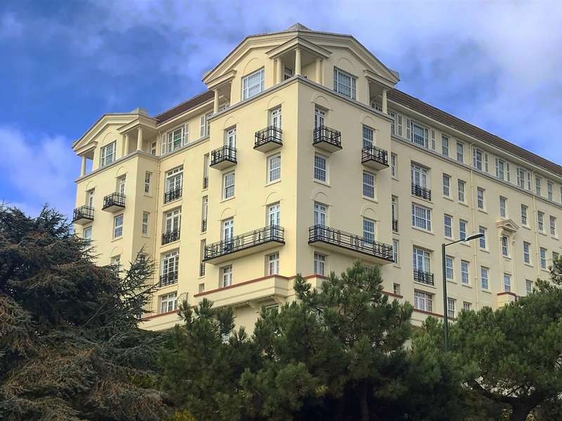 3 Bedrooms Flat for sale in Bath Hill Court, Bournemouth BH1