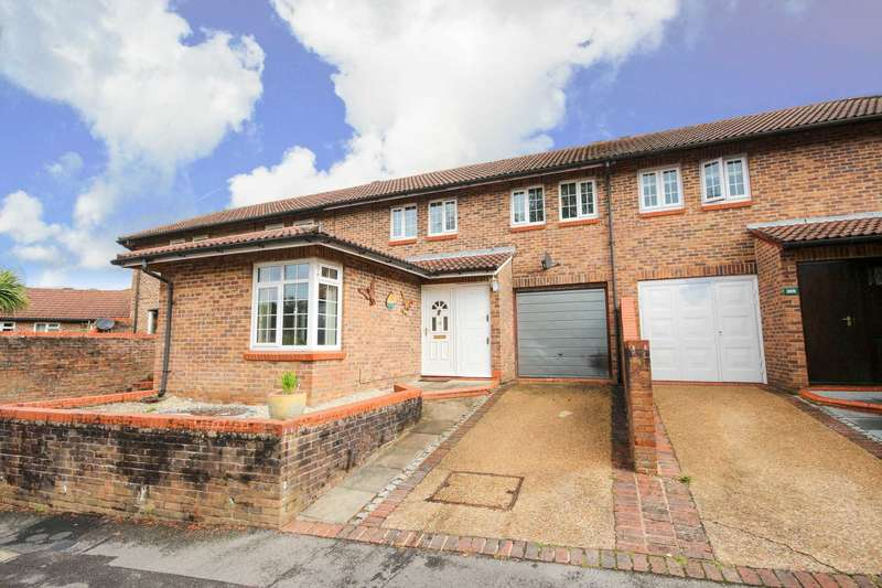3 Bedrooms Terraced House for sale in Worlds End Hill, Bracknell