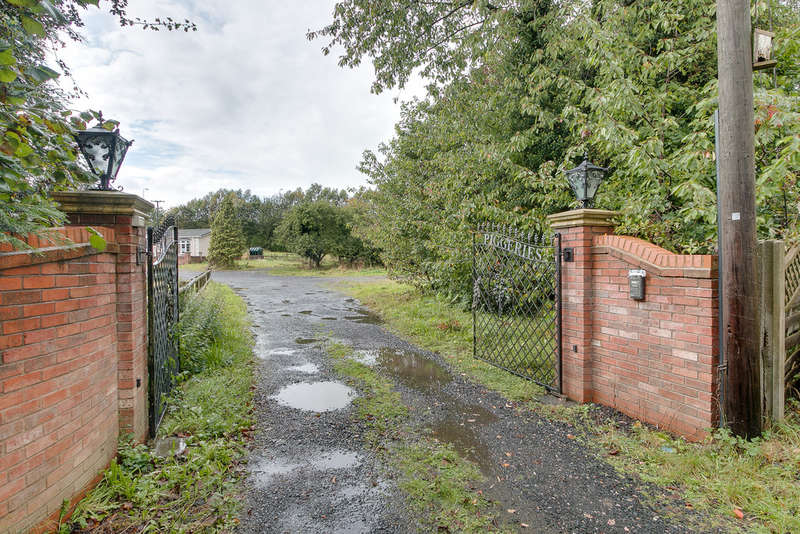 7 Bedrooms Detached Bungalow for sale in The Piggeries, Stourbridge Road, Catshill, Bromsgrove, B61 9LG