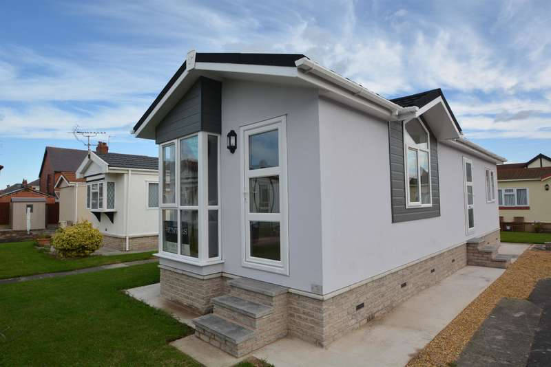 2 Bedrooms Park Home Mobile Home for sale in Sunnyhurst Park, South Shore, Blackpool, FY4 2HR