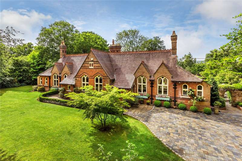 5 Bedrooms Detached House for sale in West Heath, Oxted, Surrey, RH8