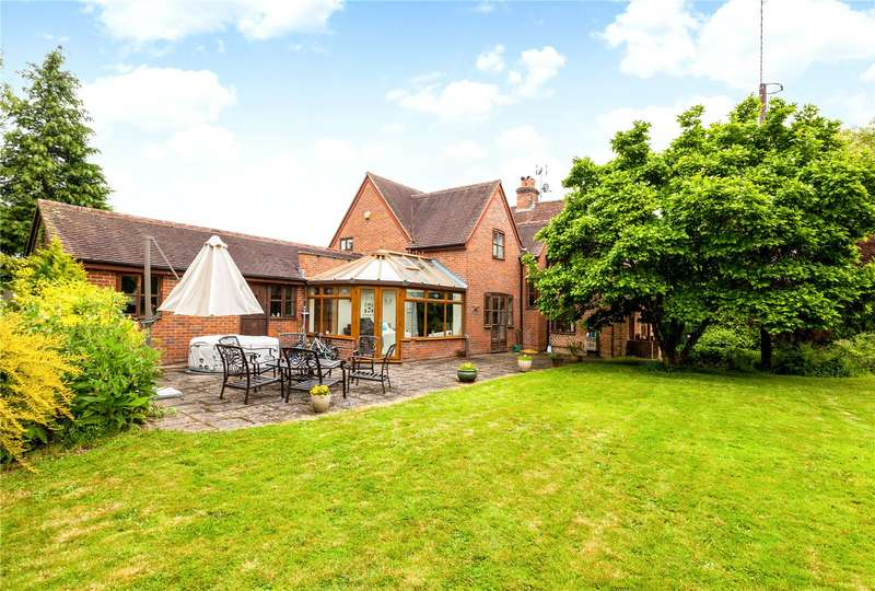 5 Bedrooms Detached House for sale in London Road, Hook, RG27