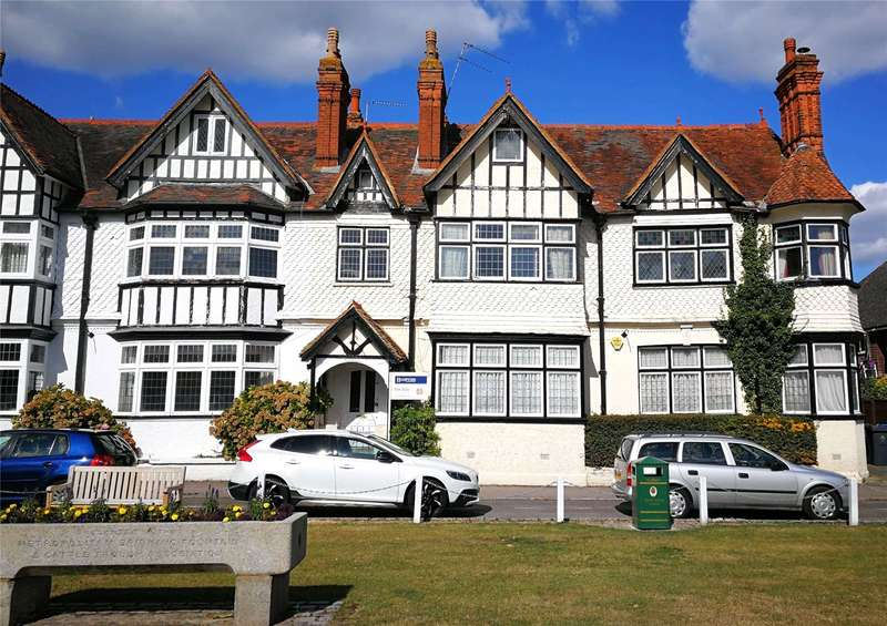 6 Bedrooms Semi Detached House for sale in The Green, Datchet, Berkshire, SL3