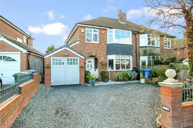 3 Bedrooms Semi Detached House for sale in Wood Lane, Timperley