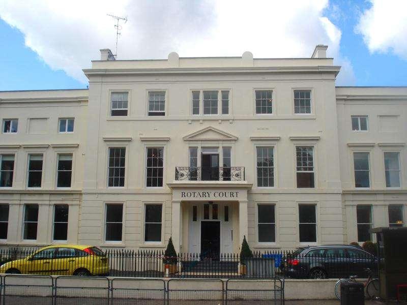 1 Bedroom Flat for sale in Rotary Court, Hampton Court Road, Hampton Court