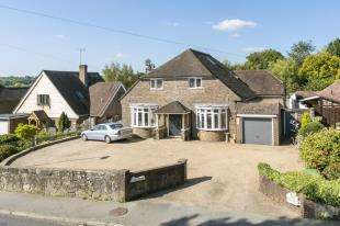 5 Bedrooms Detached House for sale in Dunnings Road, East Grinstead, West Sussex