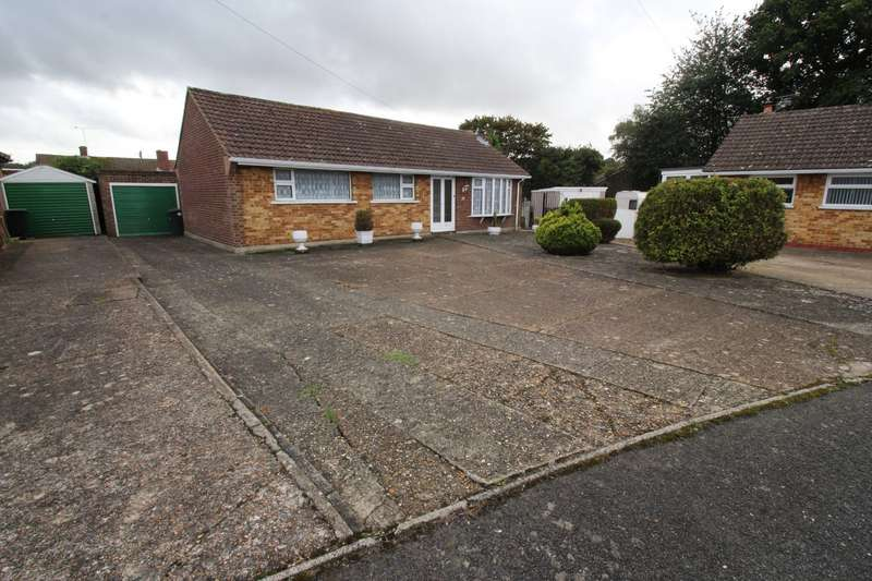 3 Bedrooms Detached Bungalow for sale in Montfort Road, Chatham, Kent, ME5