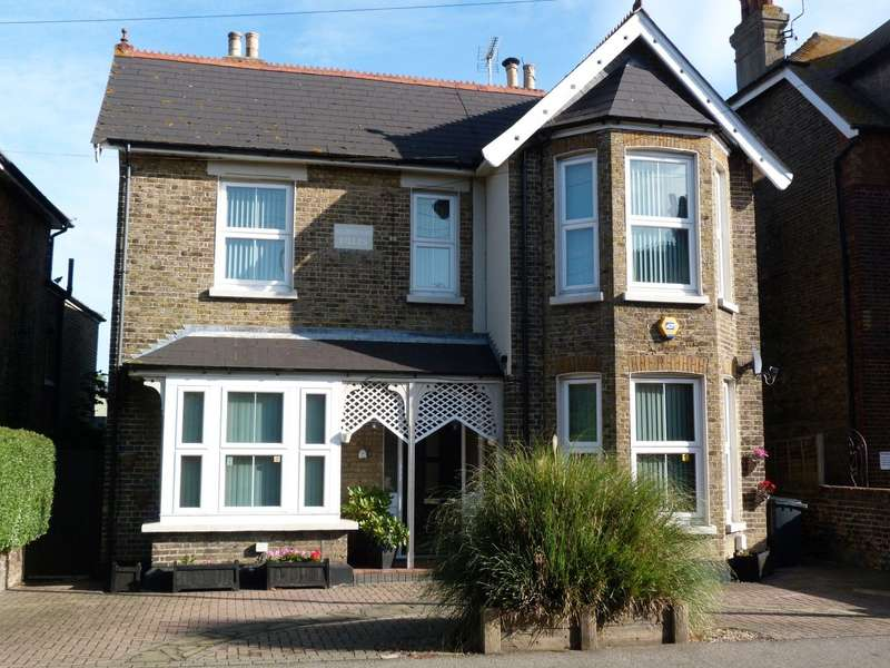 5 Bedrooms Detached House for sale in St. Peters Road, Broadstairs, CT10