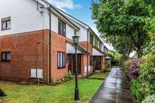 1 Bedroom Maisonette Flat for sale in Melford Close, Chessington, Surrey