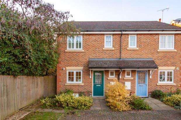 2 Bedrooms Semi Detached House for sale in Tamarisk Gardens, Woodley, Reading