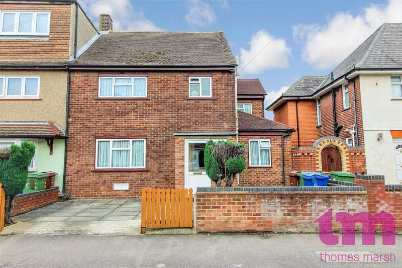 3 Bedrooms Semi Detached House for sale in Cromwell Road, Grays