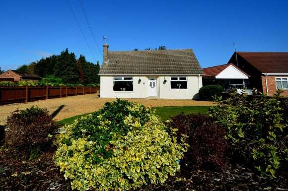 3 Bedrooms Property for sale in Postland Road, Crowland, Peterborough
