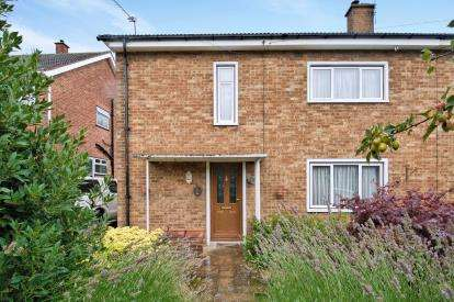 3 Bedrooms Semi Detached House for sale in Horndon-On-The-Hill, Stanford-Le-Hope, Essex