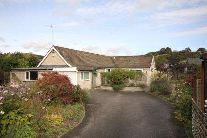 3 Bedrooms Bungalow for sale in Lowside Close, Calver, Hope Valley, Derbyshire