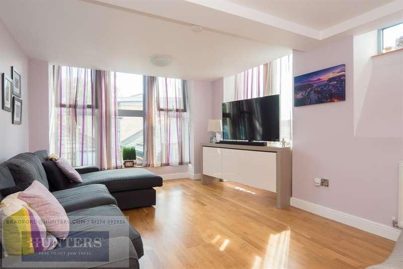 3 Bedrooms Penthouse Flat for sale in Chrisharben Court, Green End, Clayton, Bradford, BD14 6AF