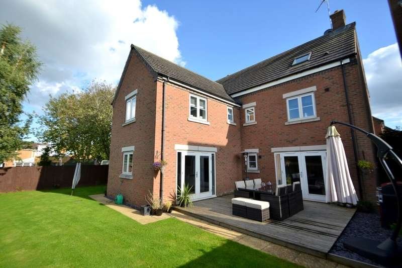 5 Bedrooms Detached House for sale in Inniskilling Close, Moulton, Northampton, NN3