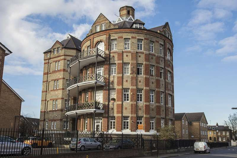 1 Bedroom Flat for sale in Gables Close, Camberwell, SE5